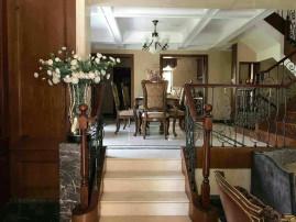 精装修样板房出售,边套户型三面花园,送地下室车库,仅此一套